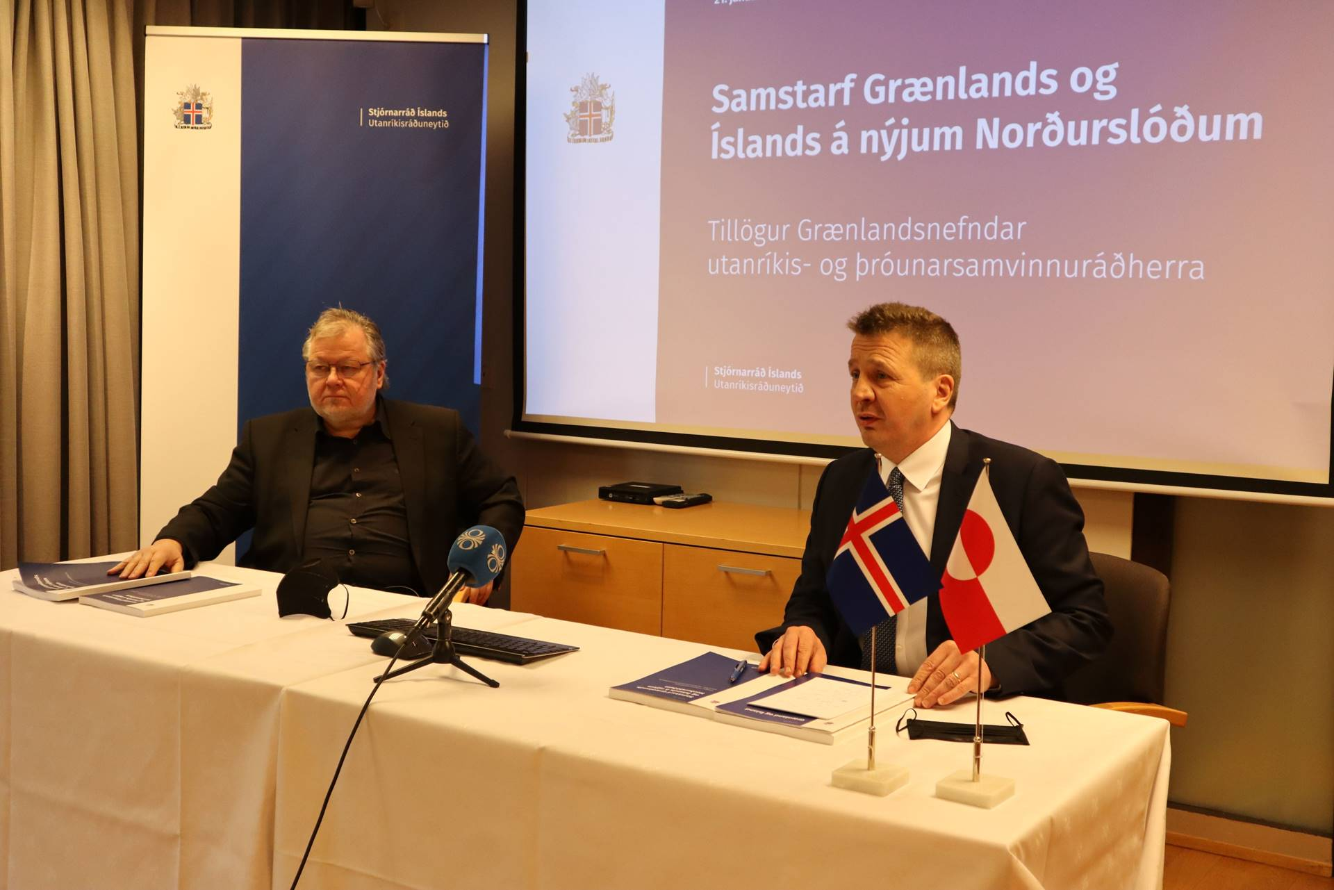 Össur Skarphédinsson and Gudlaugur Thór Thórdarson present the report at a press meeting at the Foreign Ministry - mynd