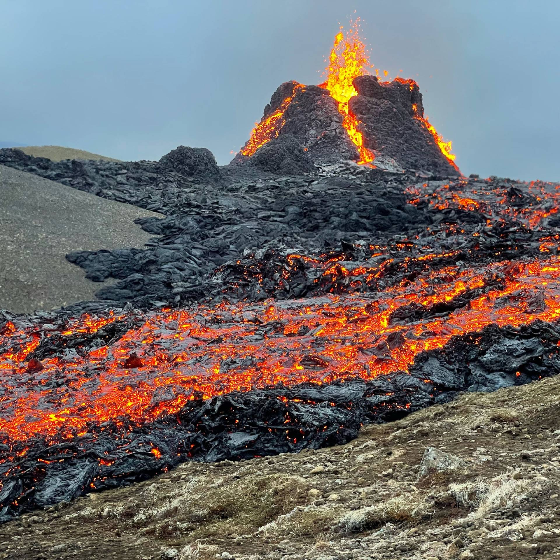 A small volcanic eruption has started in Iceland - mynd