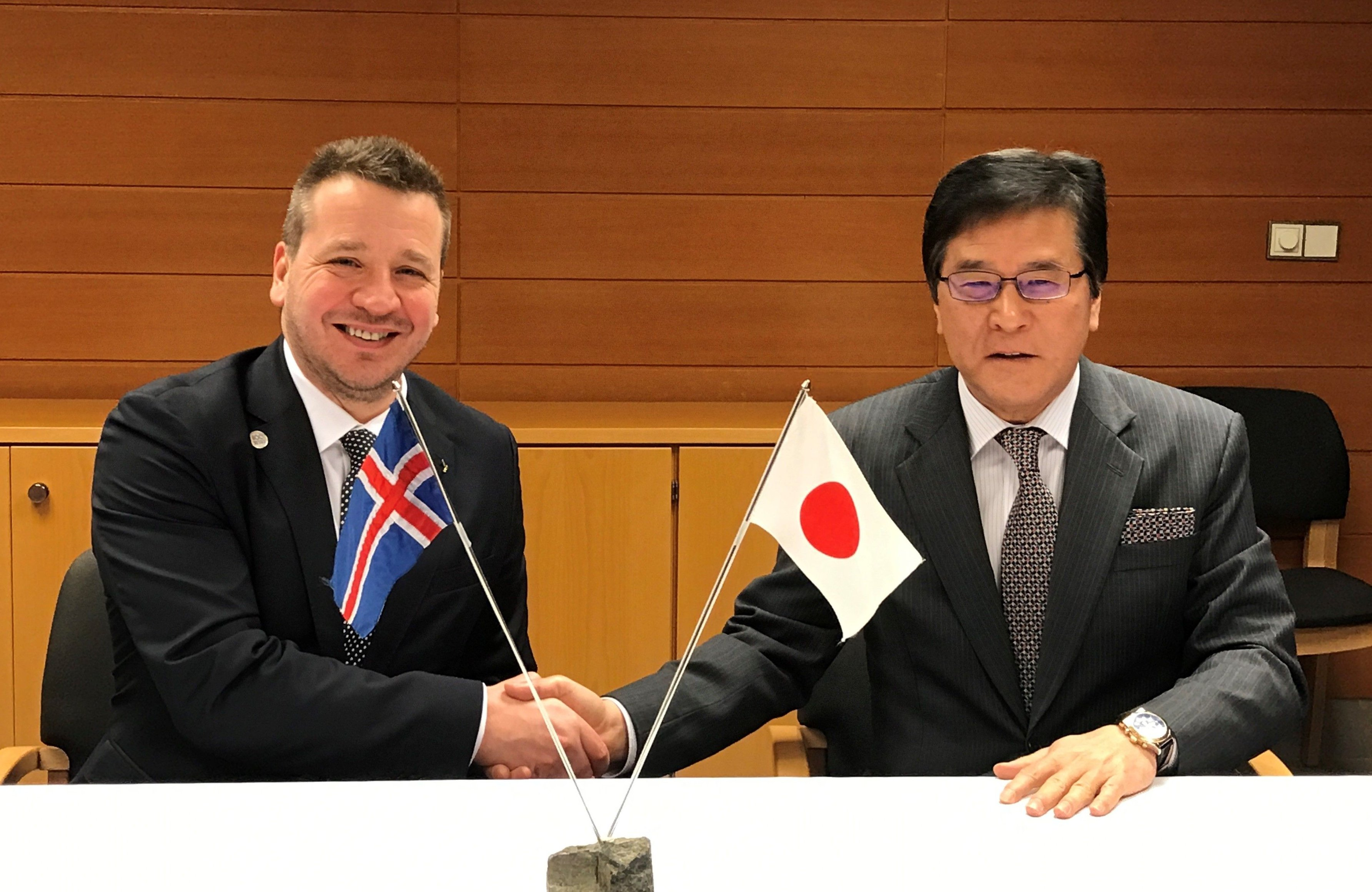 Mr. Guðlaugur Þór Þórðarson, Minister for Foreign Affairs of Iceland and H. E. Mr. Yasuhiko Kitagawa, Ambassador of Japan to the Republic of Iceland - mynd