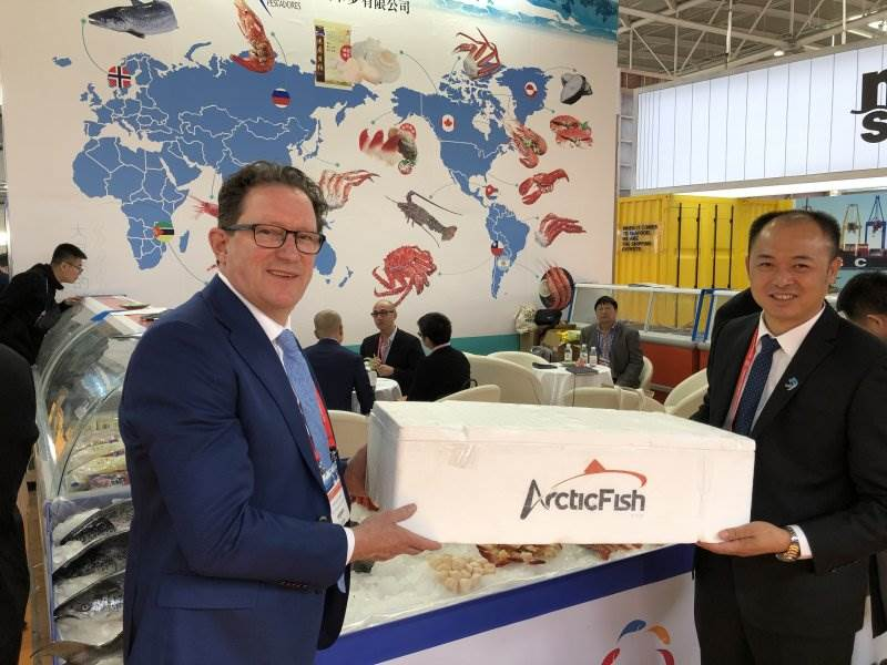 Icelandic Minister of Fisheries and Agriculture promoting Icelandic salmon in China - mynd