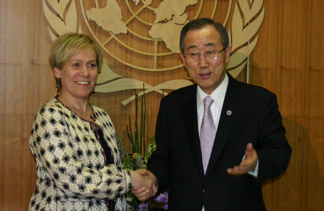 Mrs. Ingibjörg Sólrún Gísladóttir, Minister for Foreign Affairs, and Mr. Ban Ki-Moon, Secretary General of the United Nations
